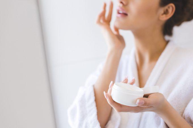 Træt af tør hud? Her er 10 tip til at opretholde fugtbalancen i huden